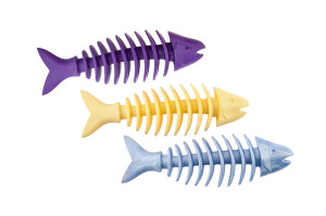 Non-toxic rubber dental dog chewing toy in shape of a fish, cleans teeth